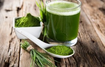 28875646 - young barley and chlorella spirulina  detox superfood